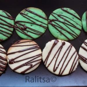 Ванилови и ментови бисквитки с шоколaдова глазура