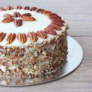 Морковена торта с орехи пекан