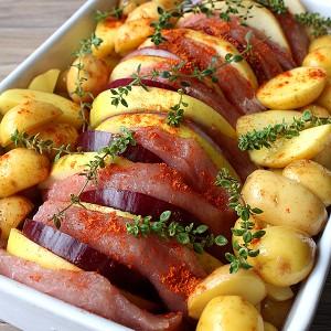 Печено свинско с лук, ябълки и сладко от кайсии
